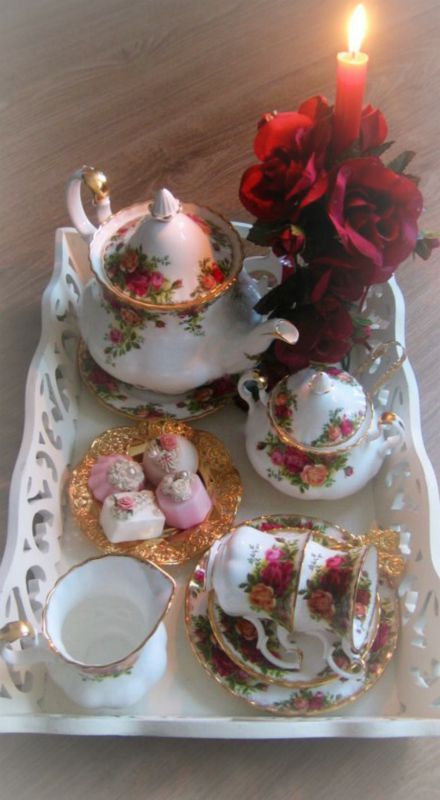 Old Country Roses tea time ~Debbie Orcutt ❤