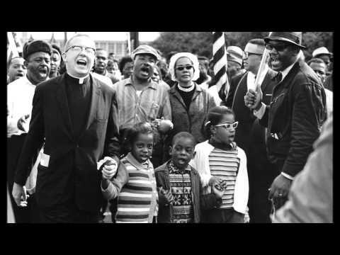 Oh Freedom! - The Golden Gospel Singers  Zwarte slaven in Amerika rond 1890 zongen gospel, worksongs en speelden cajun muziek als troost en motivatie. Uit deze drie stijlen is de bluesmuziek ontstaan. In dit filmpje kun je goed horen en zien hoe de zwarte bevolking roept om vrijheid.  Nu kun je het je haast niet meer voorstellen. Maar de slavernij is in Amerika pas in 19