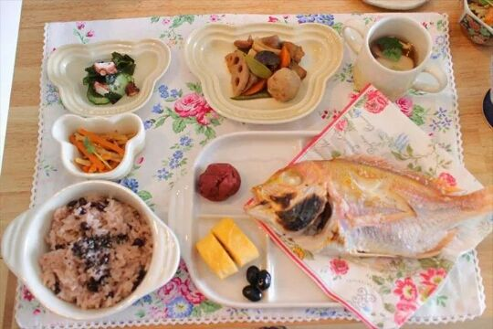 Japanese tradition baby okuisome served on french Le Creuset. お食い初めル・クルーゼベビー食器で。