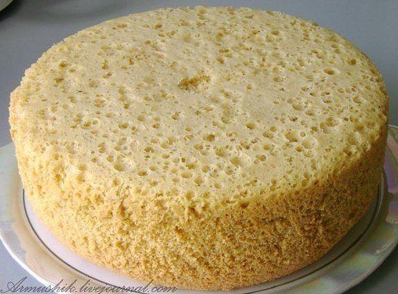 Сколько себя помню,моя мама всегда готовила торты из этого бисквита. Получается ровный,высокий бисквит.Почти на все праздники пеку именно этот бисквит с разными кремами и получаются обсолютн…