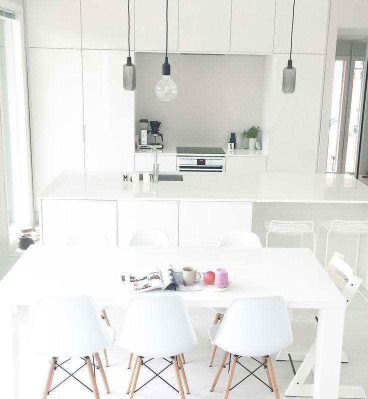 Küche Esszimmer, Einrichtung, Rund Ums Haus, Runde, Deko Interieur, Weiße  Einrichtungen, Minimalistische Einrichtung, Weiße Küchen, Traumküchen