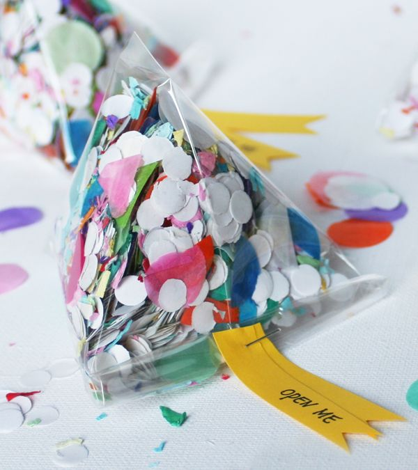 #DIY Confetti Triangle Invitations #kidsdinge