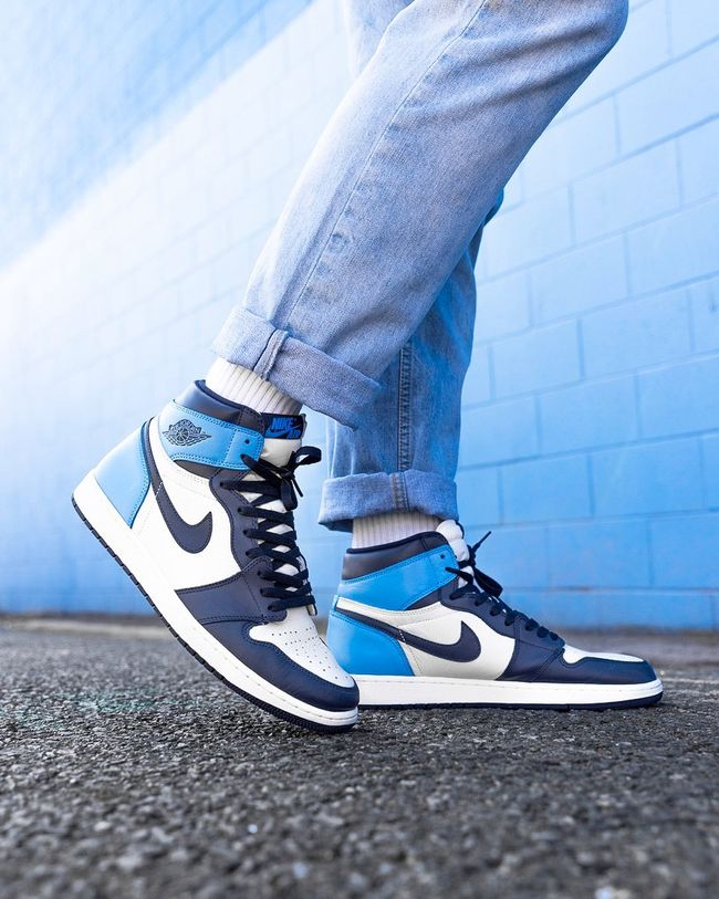 Air Jordan 1 Retro High OG ''Obsidian'' ''UNC'' Sneaker Style