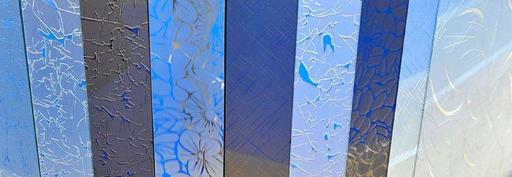 Желаете поменять стекла в двери? Произвести замену разбитого стекла в двери? Освежить внешний вид двери декоративным стеклом? Компания Ремонт и Декор всегда к Вашим услугам.