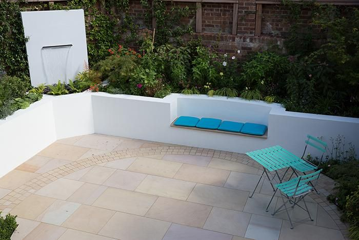 Buff Sawn Sandstone Paving is at home in a variety of different settings. It's warm colouring makes it a great match for traditional red brick buildings, whereas here the crisp, white rendered walls give a much more modern feel.