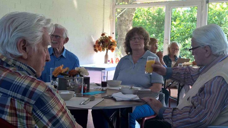 Goedkoop eten in Haarlem voor senioren , alleenstaanden en voor iedereen die eens in een andere omgeving wil eten en/of ook eens nieuwe mensen wil spreken. Het is leuk en helemaal niet eng of spannend. Gewoon een keertje proberen ? Bel eerste even voor een reservering of met de vraag 'wat de pot schaft' ! …
