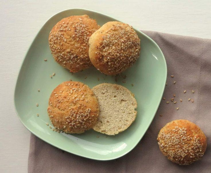 Knusprige Low Carb Brötchen aus Kokosmehl, Flohsamenschalen und Proteinpulver