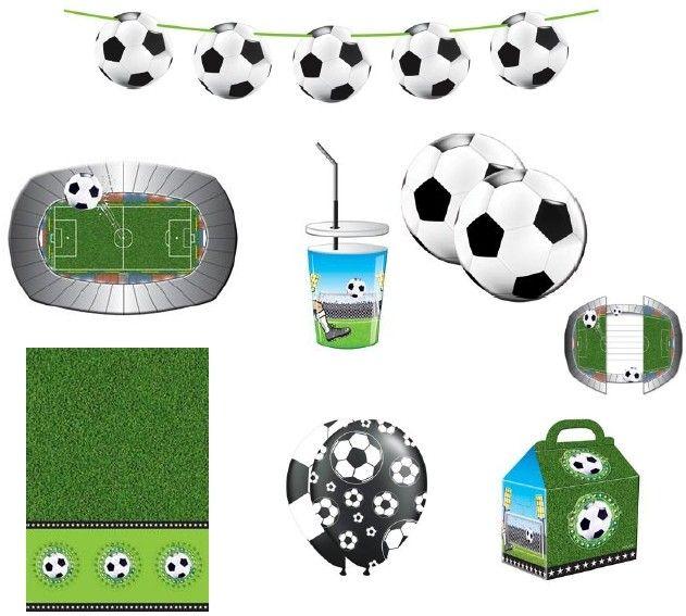 Dit 58-delige Voetbal feestpakket bevat alle ingredienten om er een geslaagd verjaardagsfeest van te maken. Inhoud: Een vlaggenlijn van 12 meter, Een tafelkleed van 130 x 180 cm, 8 uitnodigingen, 8 bordjes, 8 plastic 3D bekers, 4 feestzakjes, 20 servetten, 8 ballonnen   Afmeting: volgt later.. - Feestpakket voetbal: 58-delig BT