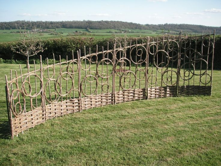 Willow weave screen fencing by Jay Davey - stoked about learning how to do this well. Love this fence.