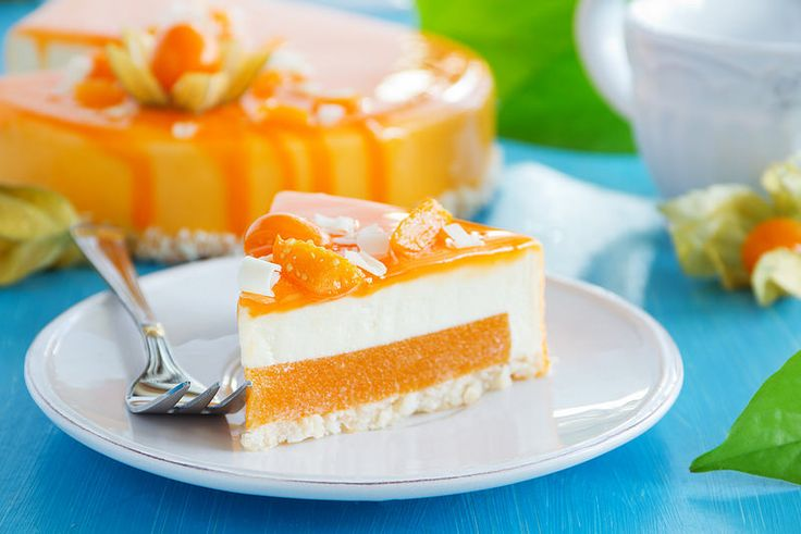 Cake with persimmon and Bavarian mousse.