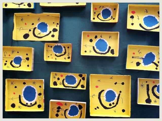 Pintam dins tapes de capses de cartró ( Exposició 14 ). 4 anys.