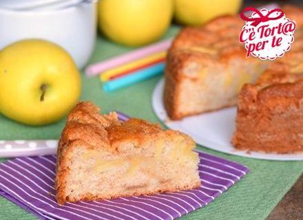 Torta #SenzaUova con mele e cannella: un dolce per fare #merenda tutti insieme.  Clicca e scopri la ricetta...