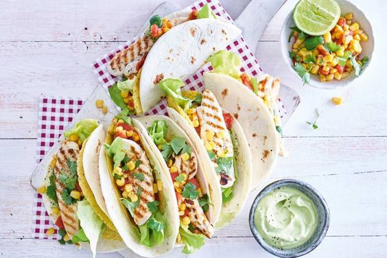 De limoen geeft dit Mexicaanse gerecht met taco-wrap en gegrilde kiphaasjeseen friszuur accent - Recept - Allerhande