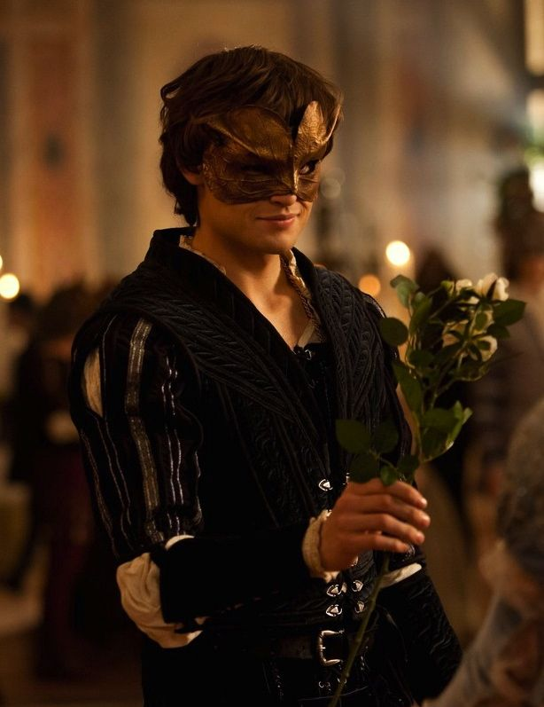 Douglas Booth as Romeo Montague in Romeo and Juliet (2013).