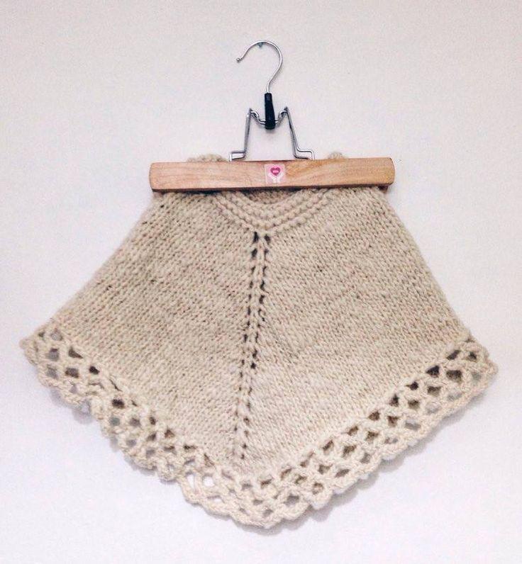Sencillo poncho tejido en 2 técnicas (agujas/palillo y crochet) Ideal para bordar  o hacer aplicaciones en tela. 100% lana de oveja Patagonica.