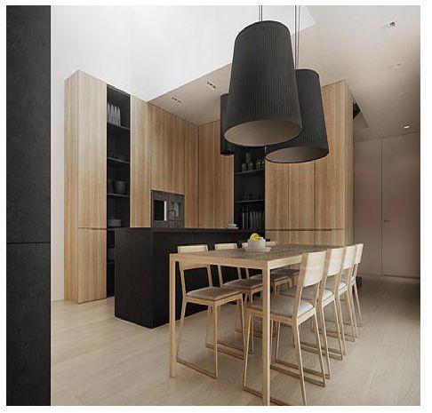 Cuisine bois clair épurée, chic et design. Les éléments noirs rythment l'ensemble - et les suspensions sont très belles.