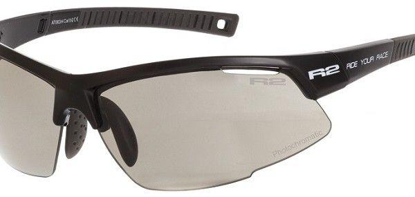R2 AT063 H sport napszemüveg. Fekete keretét grilamidból gyártották értékes tulajdonságai miatt. Könnyű, erős és formatartó, ezen kívül rendkívül ütésálló.  OLVASS TOVÁBB!