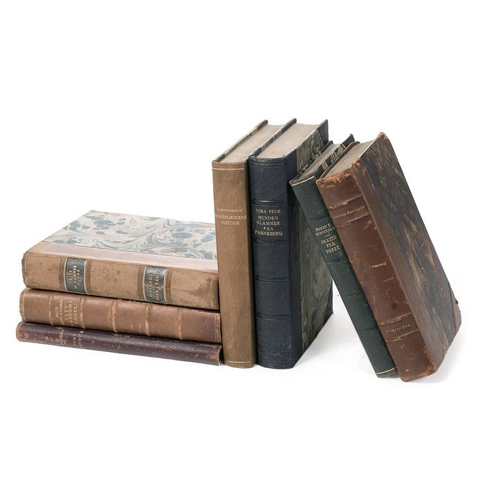 Kirjoja!  Uudempia kuin nuot, jotain hömppää :)
