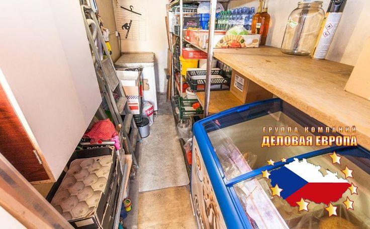 Продажа магазина, Прага 2 - Нове Место, 100 000 € http://portal-eu.ru/kommercheskaya/magaziny/realty201  Предлагается на продажу магазин площадью 27 кв.м в районе Прага 2 – Нове Место стоимостью 100 000 евро. В магазине также присутствуют подвал 9 кв.м, столовая на улице 50 кв.м и небольшая кухня. Присутствуют холодильник, морозильник, микроволновая печь, раковина и газовый водонагреватель. Магазин расположен в оживленном районе, неподалеку имеются трамвайная и автобусная остановки, станция…