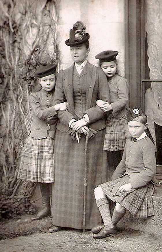 +~+~ Antique Photograph ~+~+  The Duchess of Connaught with her three children, Princesses Margaret and Patricia, and Prince Arthur.