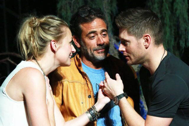 Samantha Smith, Jeffrey Dean Morgan and Jensen Ackles during the Saturday Night Cabaret at VegasCon 2015. I can't get over the perfection of his picture.