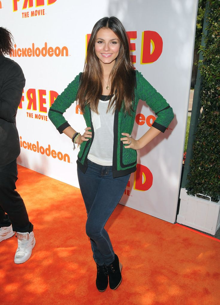"Victoria Justice Photos - Nickelodeon Presents ""Fred: The Movie"" Premiere Screening - Red Carpet - Zimbio"