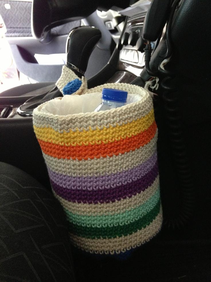 Caixote em crochet para o lixo do carro