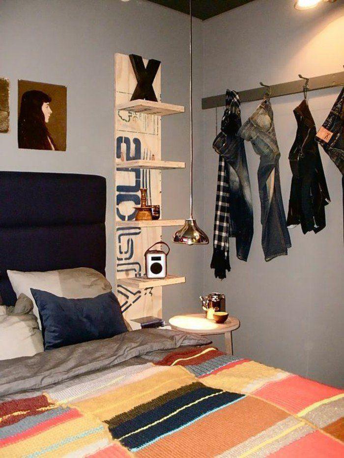chambre d'ado garcon, murs en gris clair, couverture de lit colorée