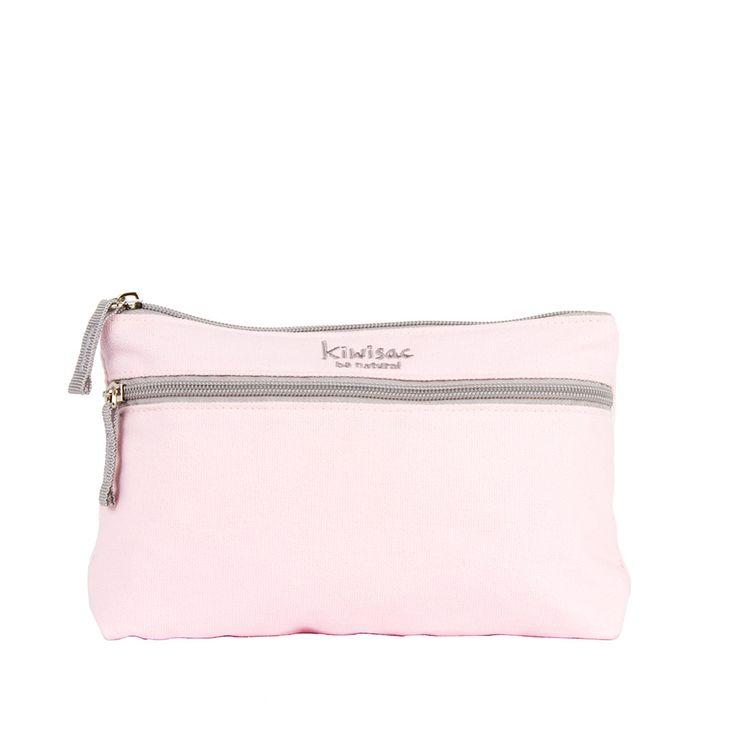 Práctico neceser en tono rosa con doble compartimento para llevar las cosas del peque separadas y ordenadas.