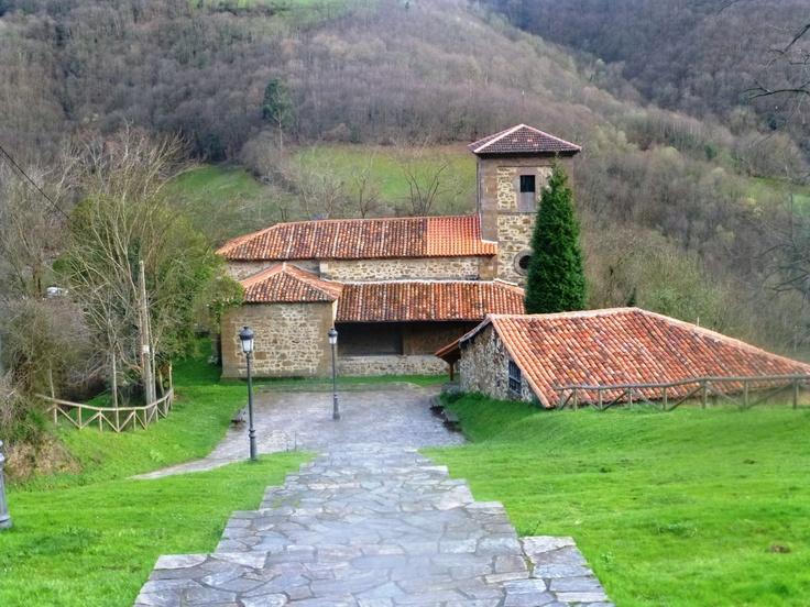 Santuario de Los Mártires en el Valle de Cuna, municipio de Mieres #Asturias #España. #turismo rural