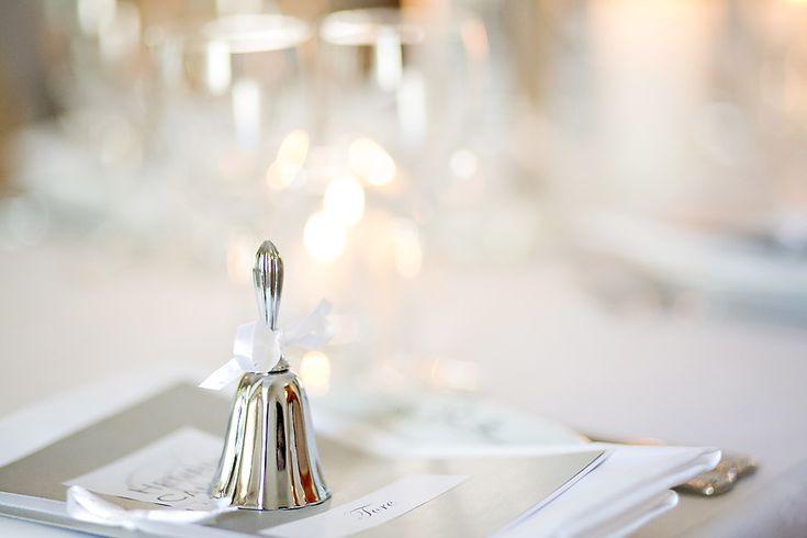 Gjennom mange år har vi fått flere tradisjoner i forbindelse med bryllup, som brudeparene i større eller mindre grad velger å inkorporere i dagen sin. Noen tradisjoner kan variere avhengig av hvor i landet du er, og hva som er vanlig i ...