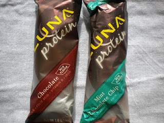 LUNA protein bars are made for women! www.treatswithatwist.com