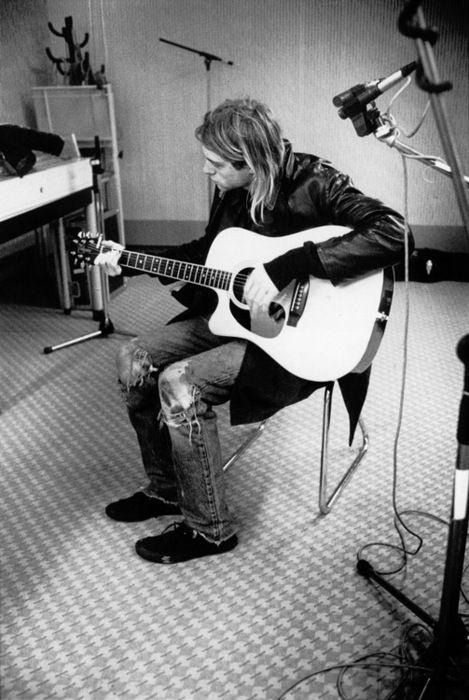 Il punk rock è arte. Il punk rock per me significa libertà. L'unico problema che ho avuto con l'etica dei situazionisti del punk rock è il loro totale rifiuto della sacralità. Trovo poche cose sacre come la superiorità del contributo offerto dalle donne e dai neri all'arte. Il punk rock è libertà.  L'espressione e il diritto di esprimersi è vitale. Tutti possono essere artistici. -Kurt Cobain