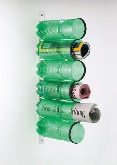 met gerecylede flessen kun je een magazinehouder maken. idee voor Vaderdag?