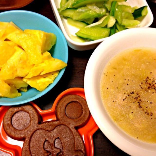 今日の給食お弁当メニュー - 6件のもぐもぐ - ポトフ、セロリとキュウリの和風はちみつレモン漬け、パイナップル、ミッキーワッフル by IGGY