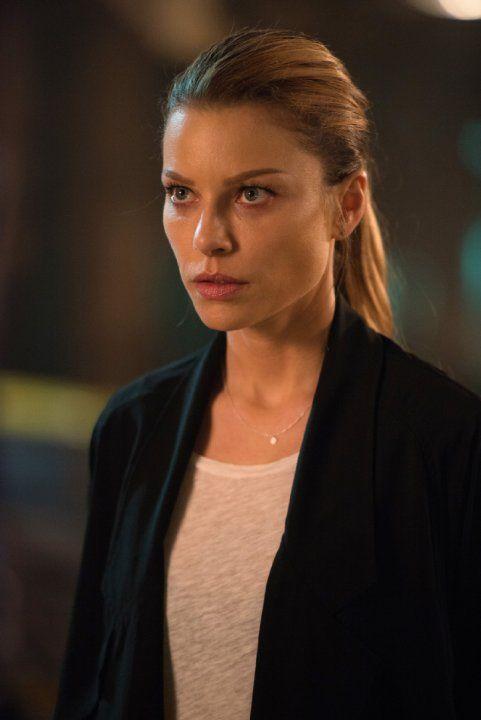 Lauren German in Lucifer (2016) - © 2016 Fox Broadcasting Co.