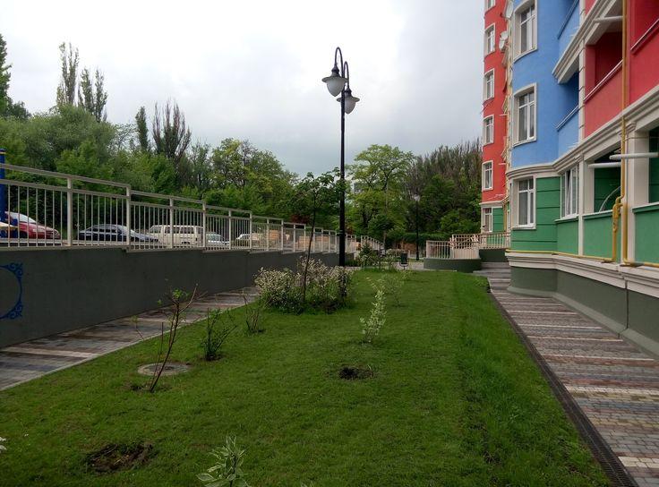"ЖД ""Акварель"", г. Днепр, озеленение двора. Greenwood http://greenwood.ua/"