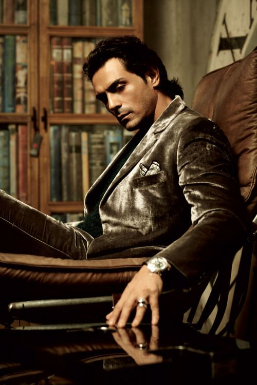 Arjun Rampal (b. 26 Nov 1972) is an Indian film actor, producer, and former Indian supermodel. He is married to former Miss India and supermodel Mehr Jessia - #Bollywood
