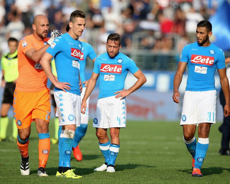 Players of Napoli show their dejection during the Serie A match between Atalanta BC and SSC Napoli at Stadio Atleti Azzurri d'Italia on October 2, 2016 in Bergamo, Italy.