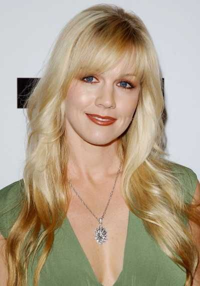 jennie-garth-long-blonde-layered-hairstyle