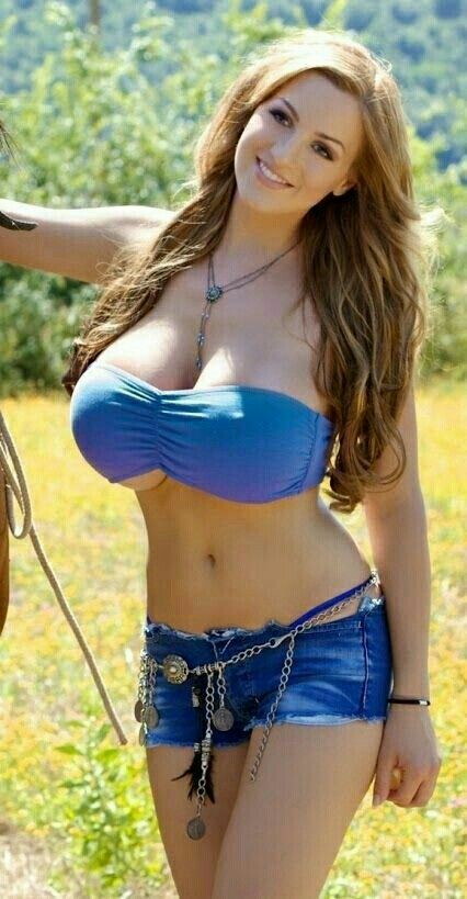 Amazing Blonde And Brunette Hook Up 101