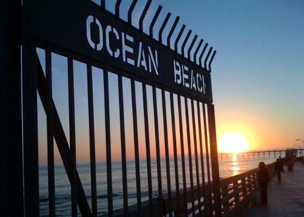 Des palmiers qui ondulent, le ciel bleu qui se mêle à l'océan, les surfeurs qui se battent avec les vagues… Ocean Beach a tout de la ville côtière qui incarne la « beach culture » de Californie. Vous trouverez sur Newport Avenue des magasins de surf et de maillots de bain par poignées, des studios de tatouage et des bars sans prétention - A ne pas manquer : L'Ocean Beach Library et le Strand Theater, tous 2 des bâtiments historiques.