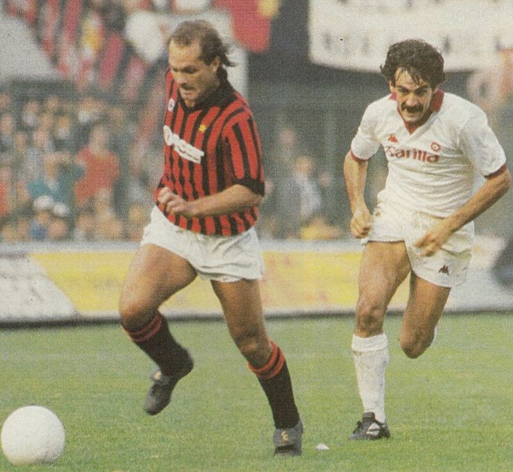 AC Milan 2 AS Roma 1 in Oct 1984 at the San Siro. Milan's Ray Wilkins leaves Michele Nappi behind in this Series A game.