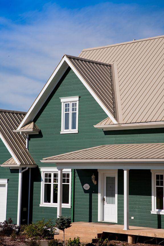 Superior maison avec toit en tole 13 par exemple cu0027est une maison avec toiture bac en for Maison toit tole