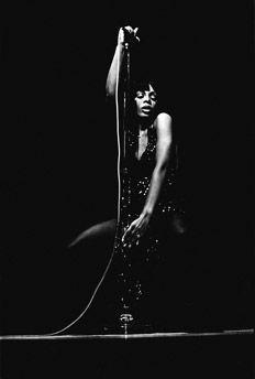 Alberto Fuguet despide a la GRAN Diva del POP, Donna Summers. Disfrutan de esta maravilla de textop...