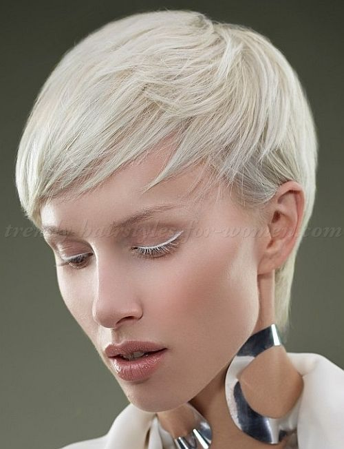 pixie+cut,+pixie+haircut,+cropped+pixie+-+blonde+pixie+hairstyle