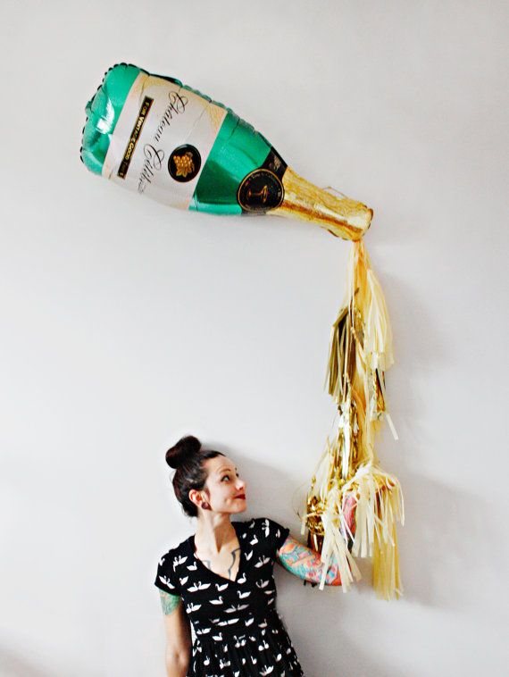 New years eve champagne bottle tassel balloon for Champagne balloon wall