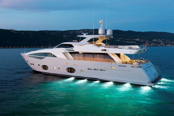 External view Custom Line - CL 100' #yacht #luxury #ferretti #customline
