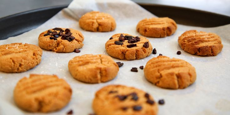 10-minute, 2-ingredient Peanut Butter Cookies (magic is real!)