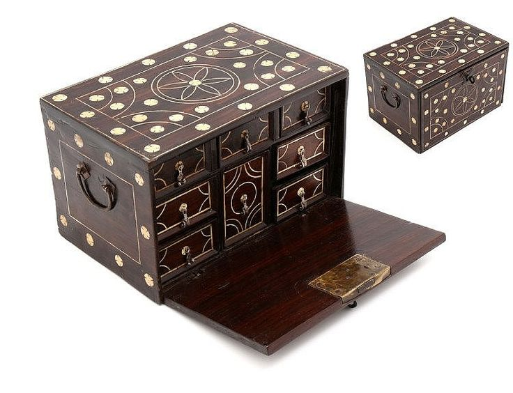 Estimated Price: €1,000 - €1,500 Description: SMALL TRAVELING CABINET INDO-PORTUGUESE In teak coated with sissoo, with ivory decorations, plants forming geometrical patterns. Folding top, inside with six drawers simulating eight. Changed locker. India, 17th century. Dim. 31,5x46,5x20 cm.